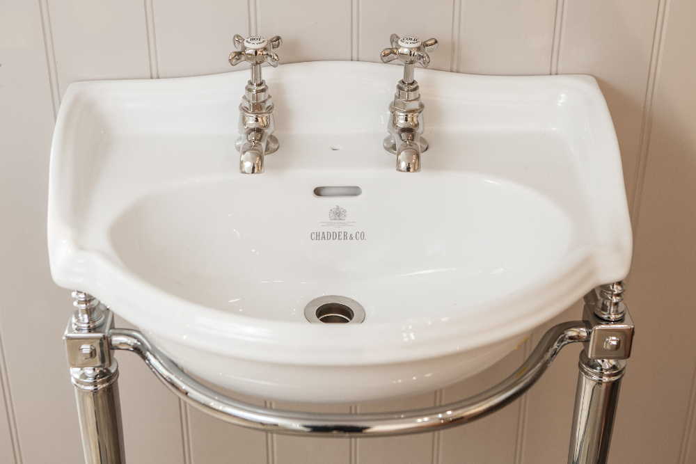 SUSSEX CURVED  CLOAKROOM BASIN ON SAVOY FRAME