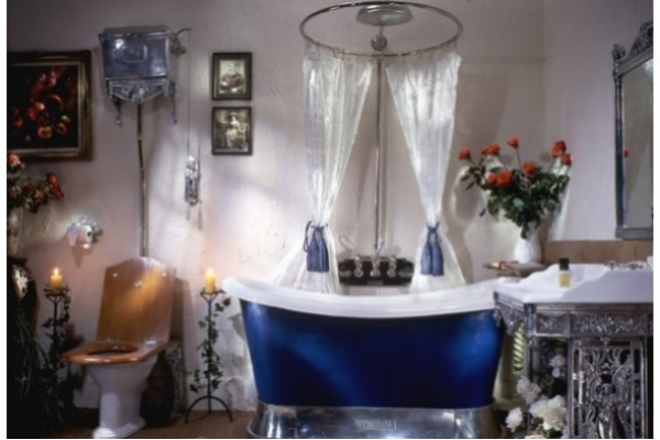 CHADDER Chariot Bath on Polished Plynth
