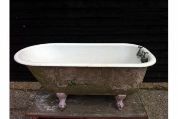 traditional cast iron bath tub