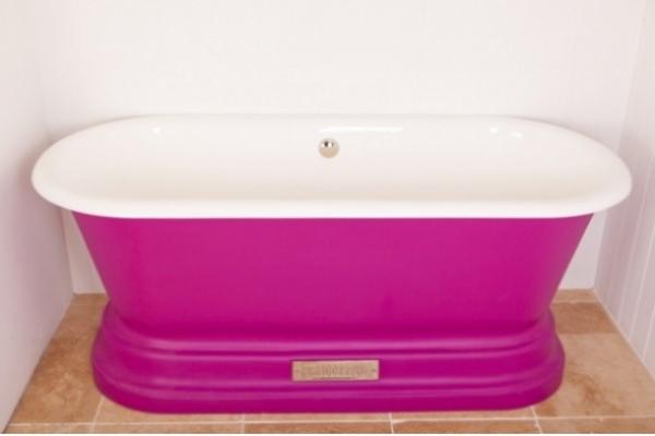 WChadite Windsor bath, vibrant pink.