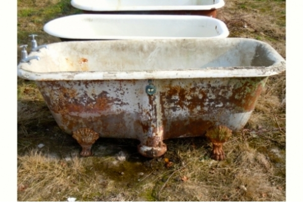 Antique tub 8 before Chadder & Co's restoration process by Bath Shield.