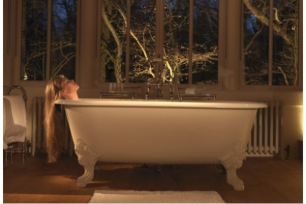 CHADDER Blenheim Bath on large feet painted finish
