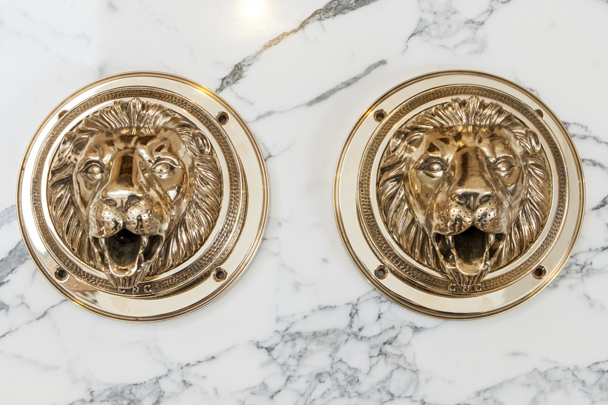 Royal Lions Head in Polished Brass finish.