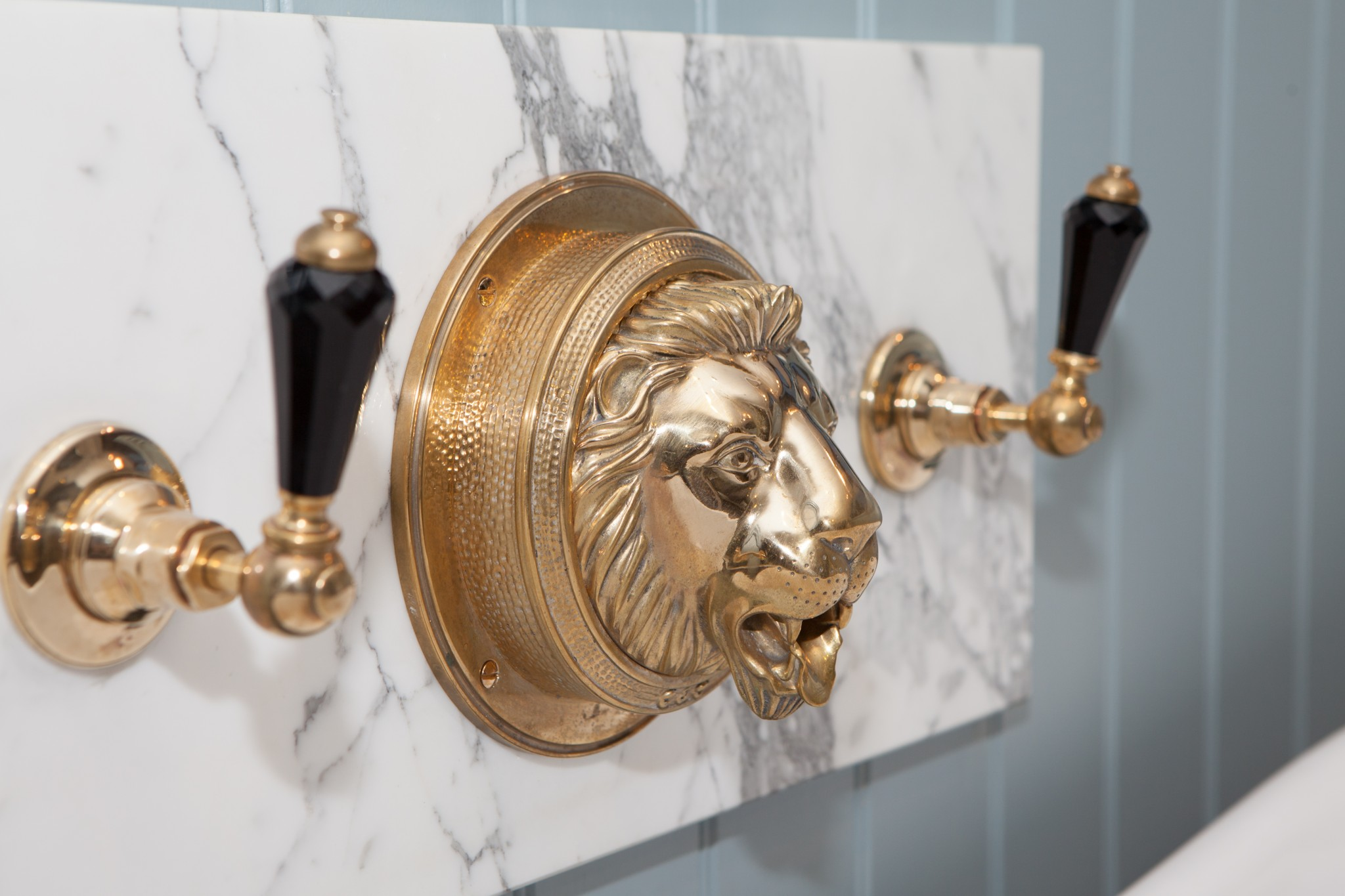 Chadder Royal Lions Head Bath filler, polished brass finish with Black Crystal tap leavers.