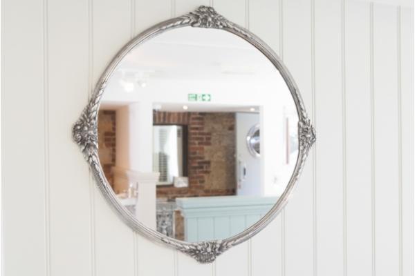Surrey Mirror Finish in Polished metal