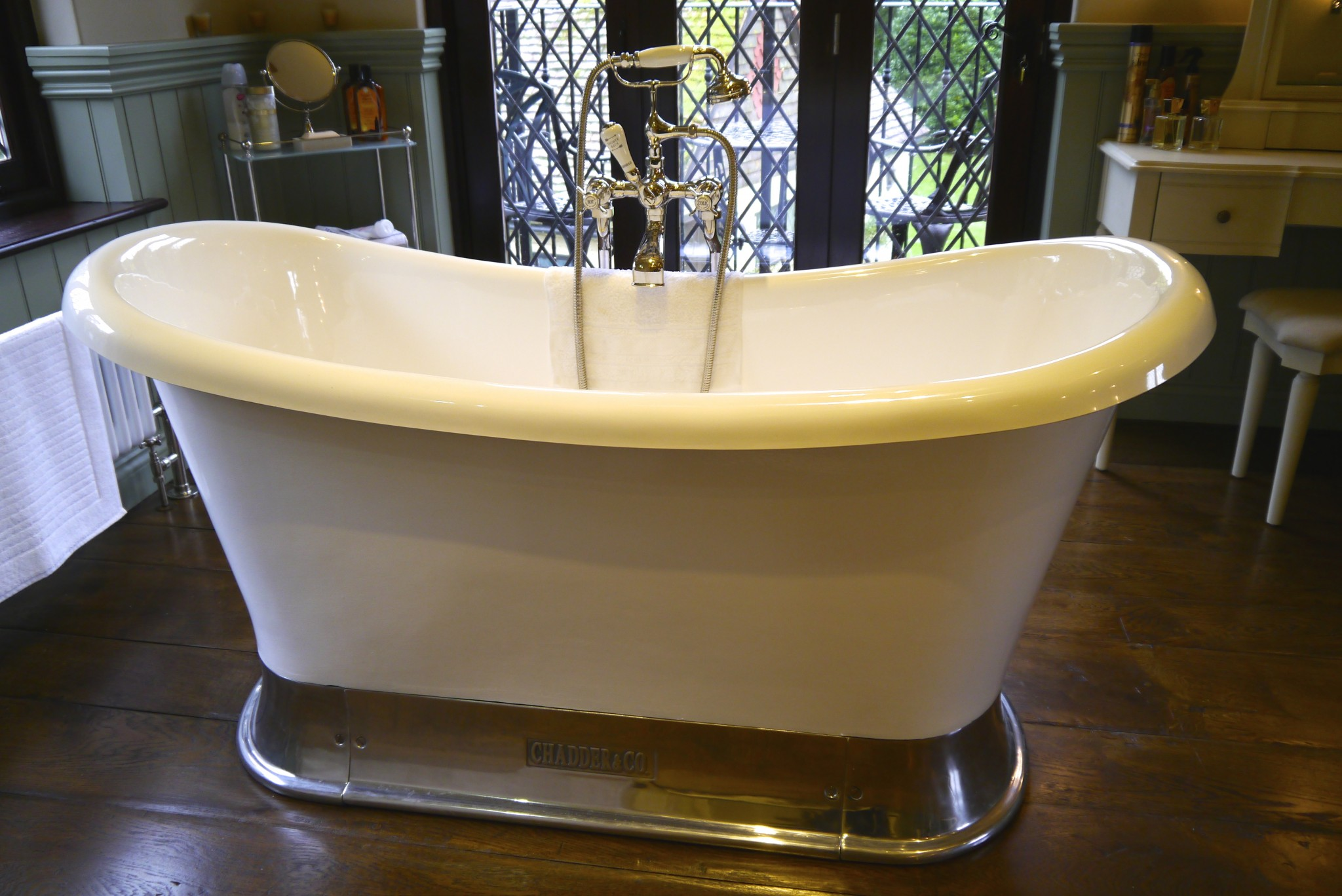 Chadder Classic French Chariot Bath, Polished Plynth with Nickel Chadder Fittings