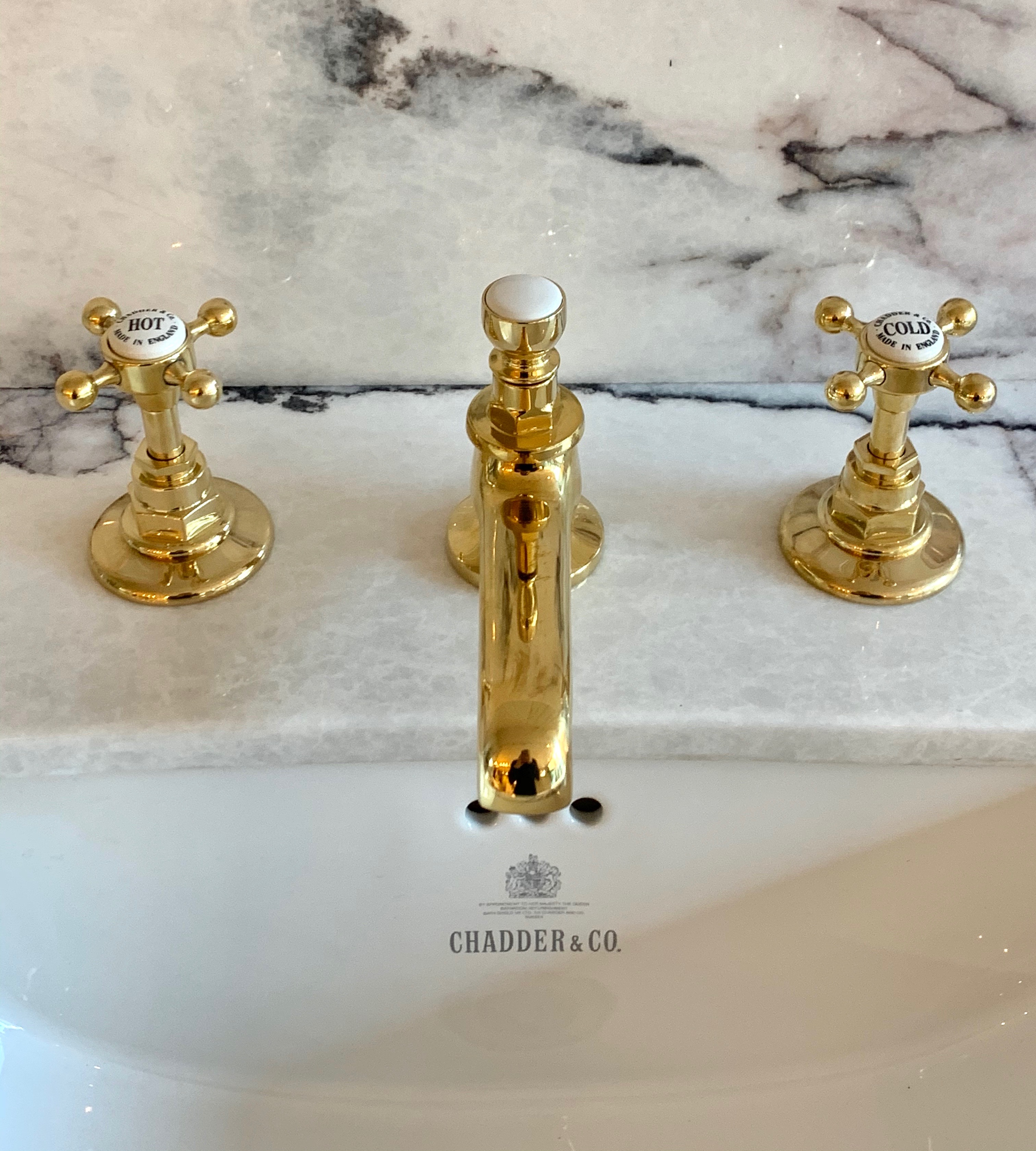 un lacquared polished brass three hole basin faucet tap