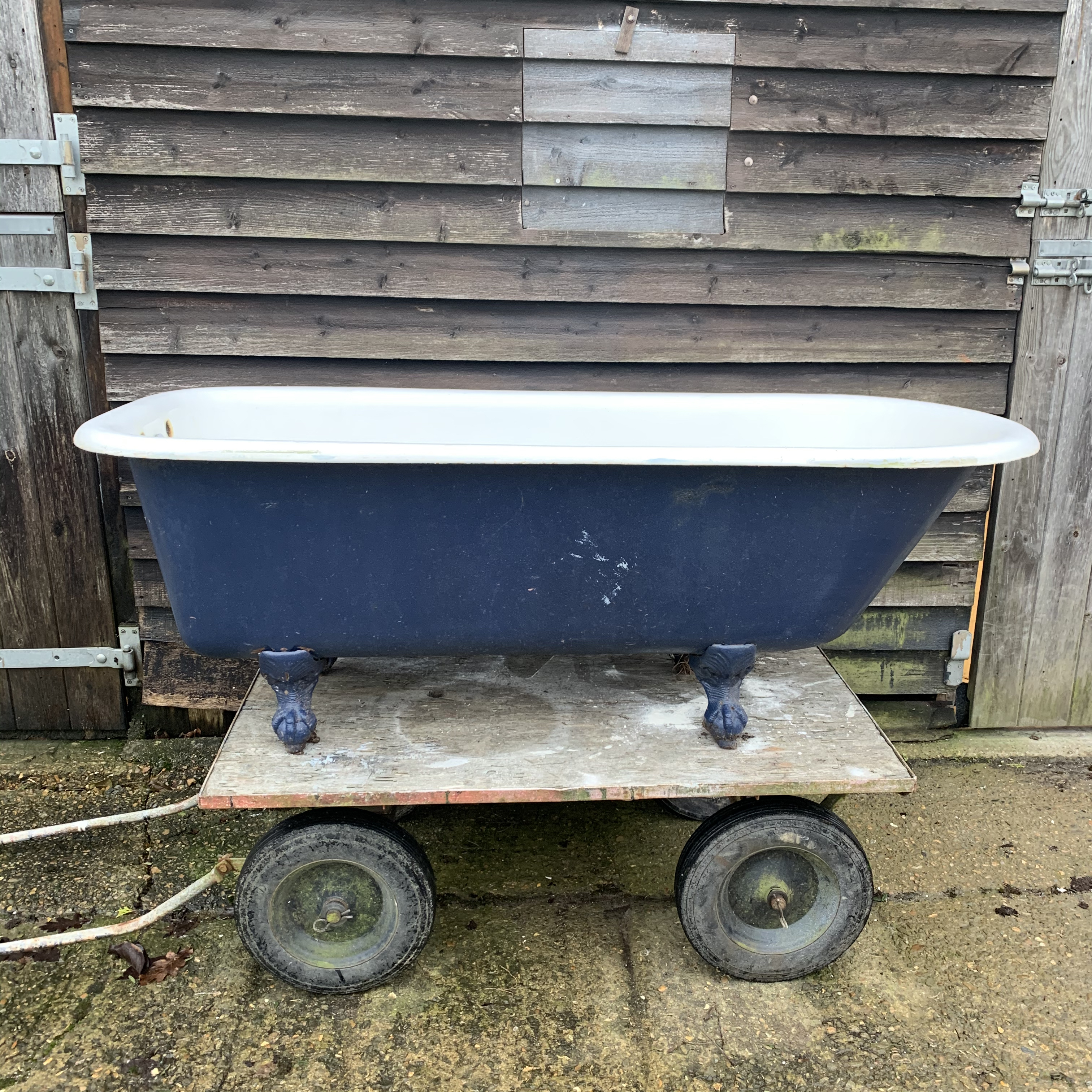 free standing antique cast iron bath tub